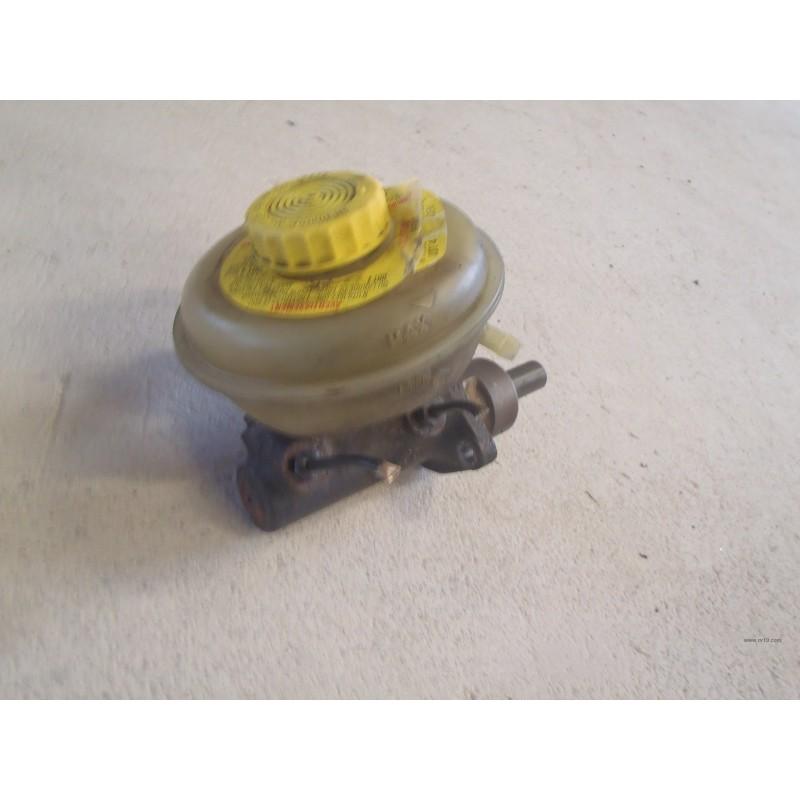 Maître cylindre de freins